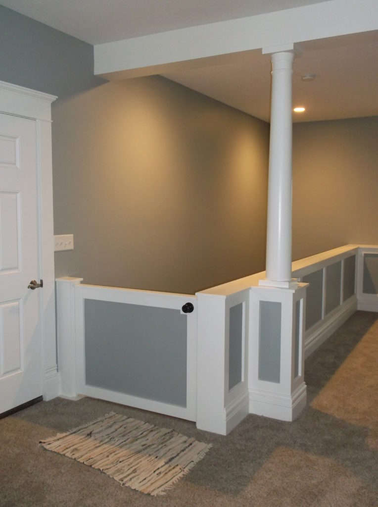 Wainscoting wall